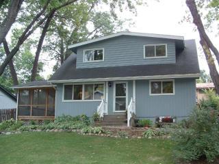 4904 Hanover Rd, Mound, MN 55364