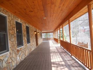 44 Golfview Dr, Maggie Valley, NC 28751