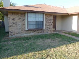 3425 Republic Dr, Forest Hill, TX 76140