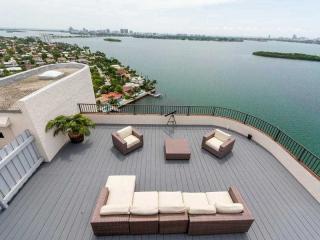 1800 NE 114th St #PH04, Miami, FL 33181