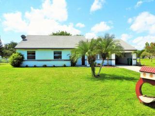 1432 Southeast Escambia Court, Port Saint Lucie FL