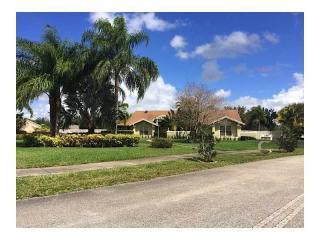 13861 Chathan Place, Davie FL