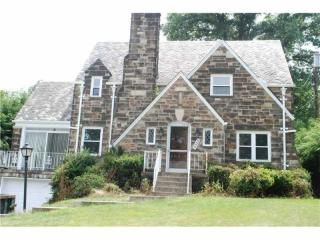 4345 Colonial Park Dr, Brentwood, PA 15227