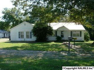1052 McCurdy Ave N, Rainsville, AL 35986