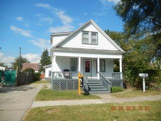 818 Chestnut St, Wyandotte, MI 48192