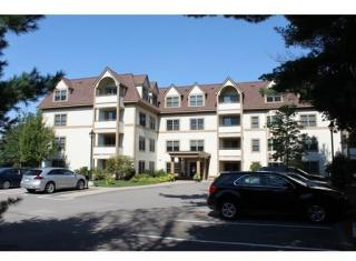 12 Russell Rd #106, Wellesley, MA 02482
