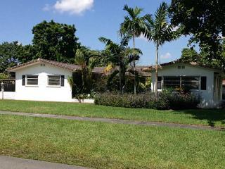 1281 Bluebird Ave, Miami Springs, FL 33166