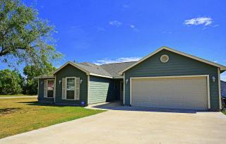 224 N College Ave, Agua Dulce, TX 78330
