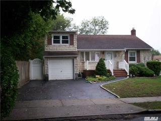 656 Greenman Ct, Seaford, NY 11783