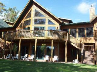 1464 Golf View Rd, Eagle River, WI 54521