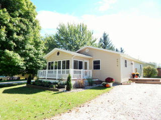 8315 E Lake View Dr, Syracuse, IN 46567