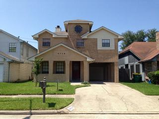 4719 Woodford St, Baytown, TX 77521