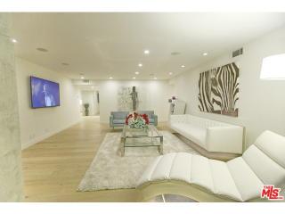 851 N Kings Rd #202, West Hollywood, CA 90069