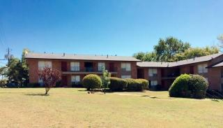 900 W Fordall St, Henderson, TX 75652