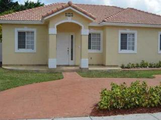 9106 NW 169th St, Miami Lakes, FL 33018