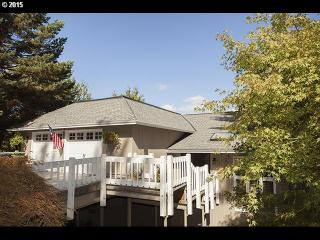 2337 Hillside Ln, Lake Oswego, OR 97034