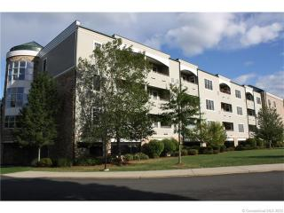 60 Maple St #27, Branford, CT 06405