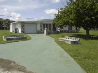 274 Shadow St NW, Port Charlotte, FL 33952