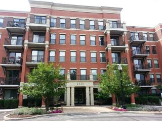2335 W Belle Plaine Ave #307, Chicago, IL 60618
