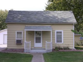 203 N West St, Raymond, IL 62560