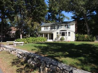 22 Fosters Pond Rd, Andover, MA 01810