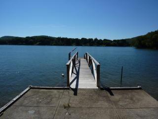 80 S Lake Shore Dr, Brookfield, CT 06804