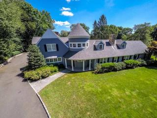 72 Nearwater Ln, Darien, CT 06820