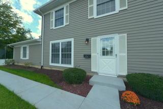 1375 Woodcutter Lane #B, Wheaton IL