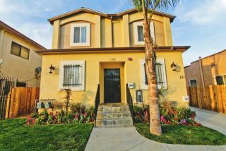 420 W 52nd Pl, Los Angeles, CA 90037