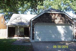 1414 Pin Oak Dr, Lawrence, KS 66044