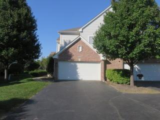 6088 Canterbury Ln, Hoffman Estates, IL 60192