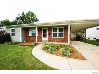 2500 Teakwood Manor Dr, Florissant, MO 63031