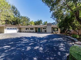 820 Loyola Dr, Los Altos, CA 94024