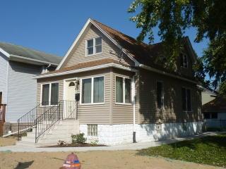 215 Smith Ave, Joliet, IL 60435