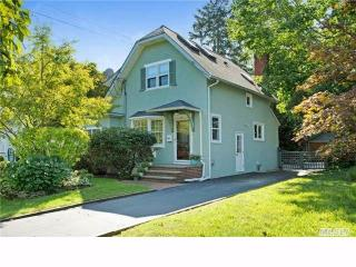 431 Pine Acres Blvd, Brightwaters, NY 11718