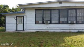 704 E Hamilton St, Cuero, TX 77954