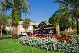 221 Lake Ave NE, Largo, FL 33771