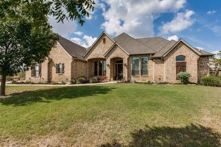 6512 Creek Bank Court, Benbrook TX