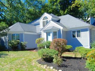 52 Robin Hill Lane, Hamden CT