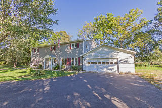 7N375 Whispering Willows St, Saint Charles, IL 60174