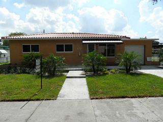 172 Bentley Dr, Miami Springs, FL 33166