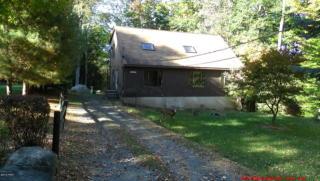 132 Oak Dr, Greentown, PA 18426