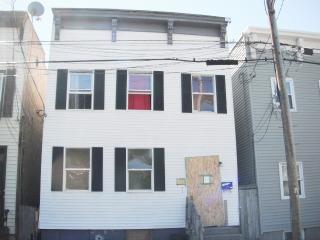 194 3rd St, Albany, NY 12210