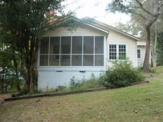 20 W Barnes Ave, Chattahoochee, FL 32324