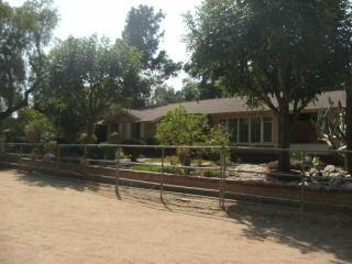 10315 McBroom St, Sunland, CA 91040