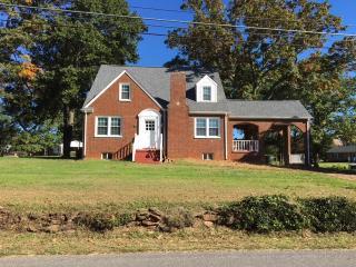 299 Virginia Ave, Appomattox, VA 24522