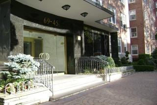 6945 108th St, Forest Hills, NY 11375