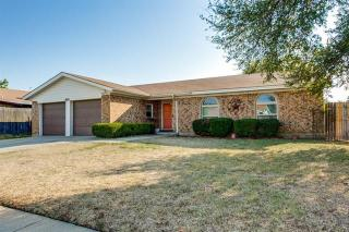 809 Ridgecrest Dr, Saginaw, TX 76179