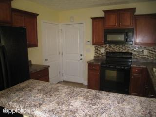 406 Lee Rd #2170, Phenix City, AL 36870