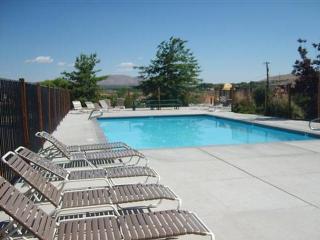 4005 Moorpark Ct, Sun Valley, NV 89433
